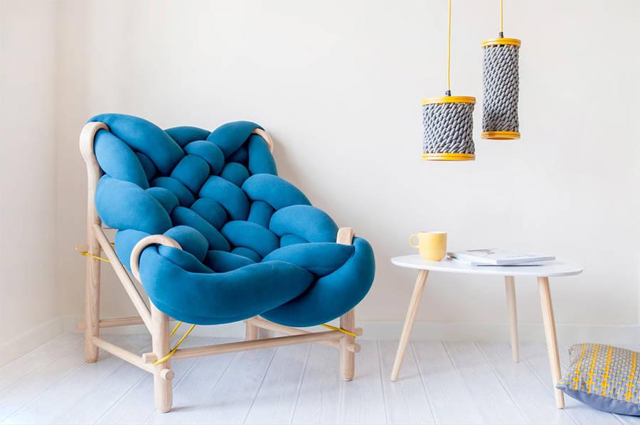 Связанное кресло из гигантской «шерсти»
